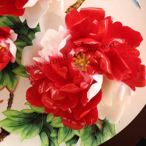 彩蝶牡丹瓷细节