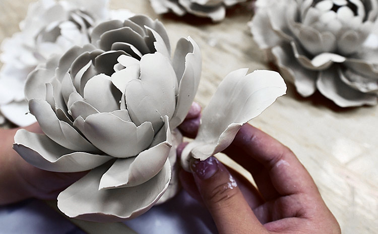 手工牡丹瓷的工艺特色,弘扬工匠精神!