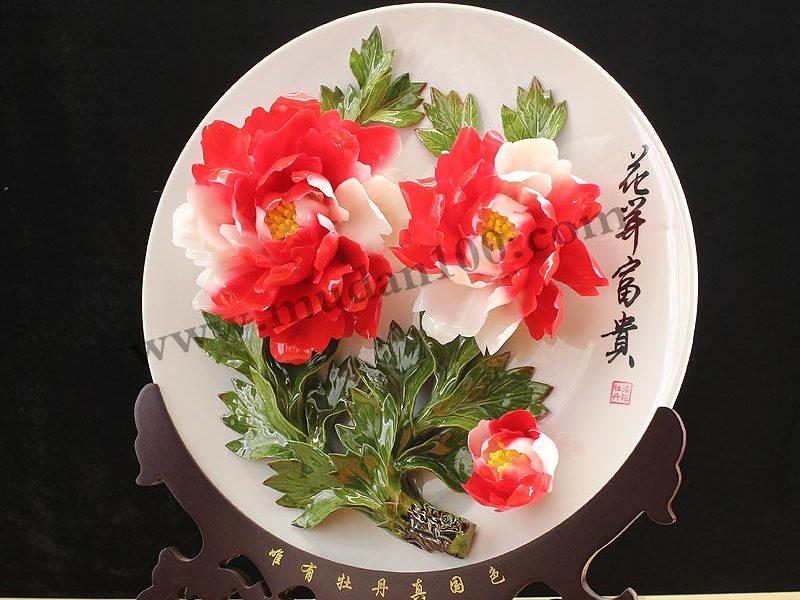 牡丹瓷花朵在盘子上面会掉吗?